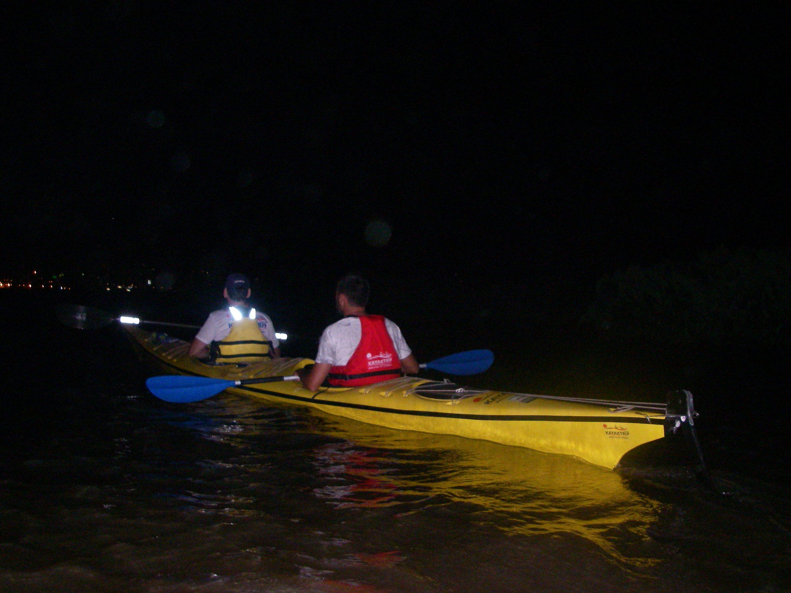 Passeios noturnos de caiaque pelo Guaíba - kayaktrip