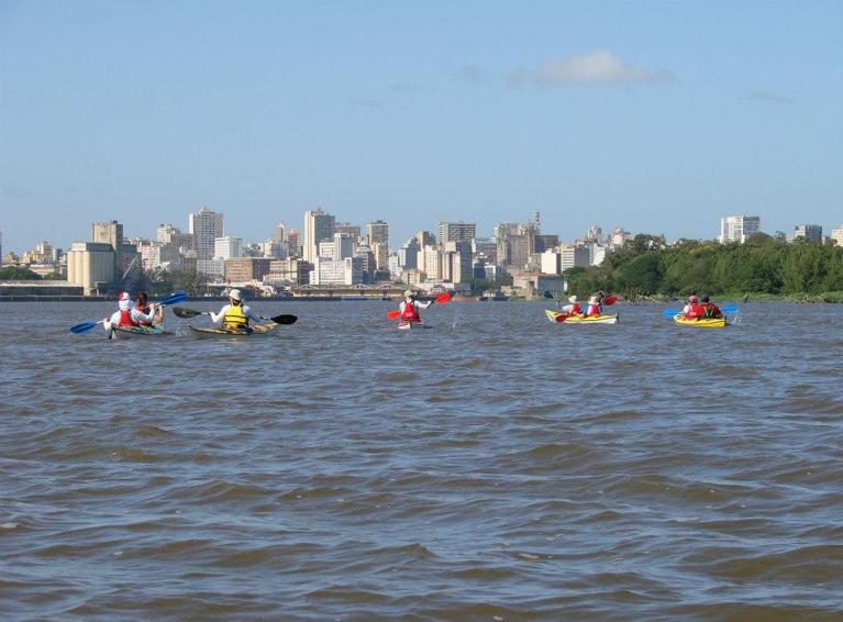 Passeios de caiaque pelo Guaíba